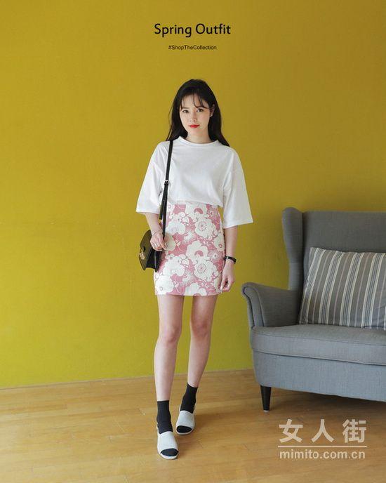 矮个女装搭配,T恤+高腰短裙好看又显高